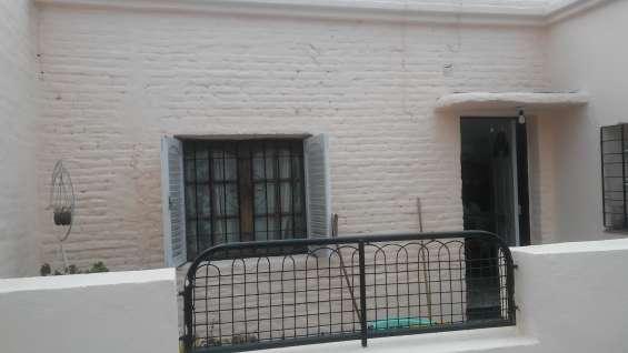 Vendo casa 4 dormitorios con ingreso de vehiculo b san martin a mts de bv los granaderos