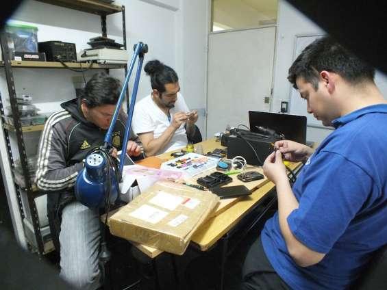 Curso grupal de reparación de celulares
