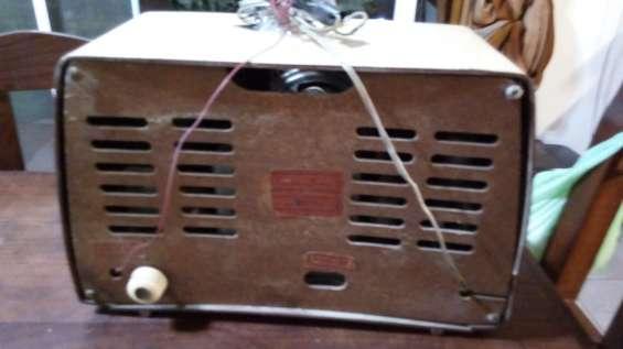 Fotos de 2 radios a válvulas funcionando $4500 9