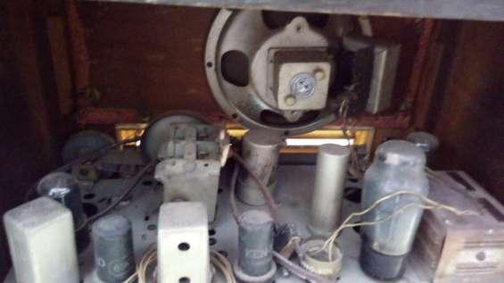 Fotos de 2 radios a válvulas funcionando $4500 3
