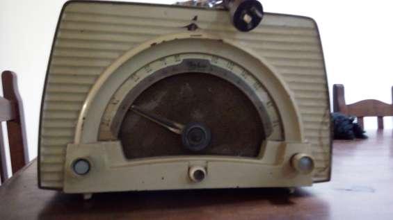 Fotos de 2 radios a válvulas funcionando $4500 11