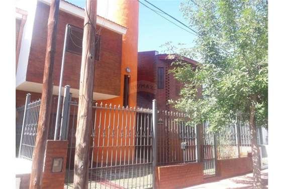 Remax vende casa en barrio cerro chico