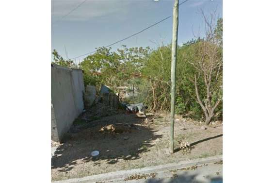 Remax vende terreno en barrio guemes