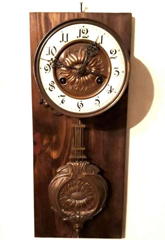 Antiguo reloj alemán con sonería sin caja