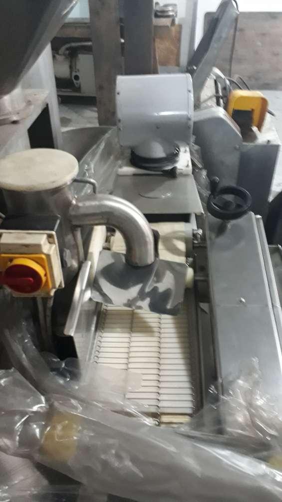 Vendo máquina empanadora