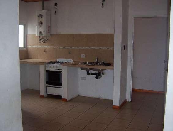 Departamento en tolosa calle 3 y 521 de 1 dormitorio por escalera