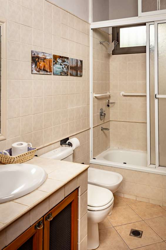 Baño (bathroom)