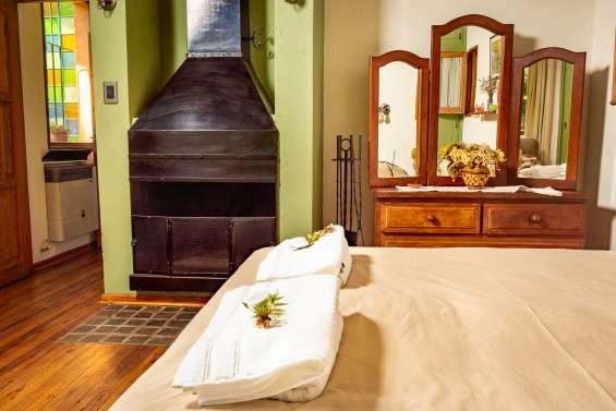 Dormitorio (bedroom)