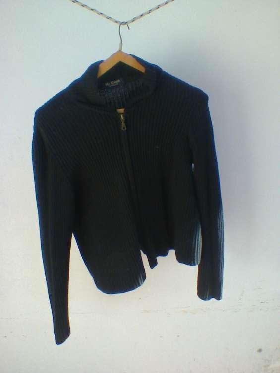 Vendo usado p. única vez - p/viaje. cardigan negro p/ mujer con cierre largo ,talle m