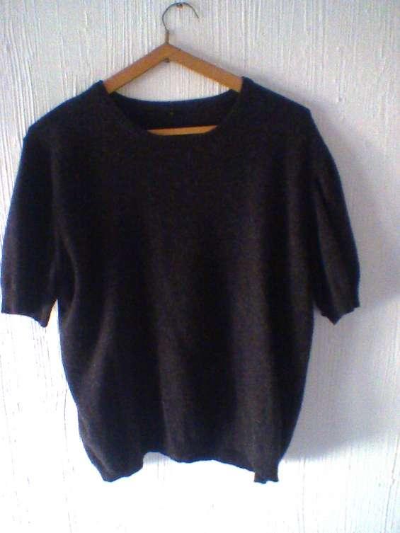 Vendo usado p. única vez - p/viaje. chaleco negro en hilo talle 4 / m largo: 66cms