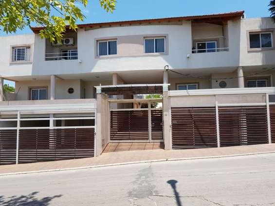 Muy lindo departamento en venta en villa carlos paz - 2 dormitorios, gas natural, calef. c