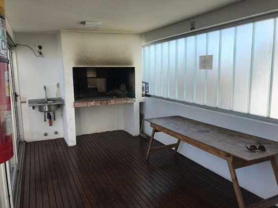 Fotos de Piso alto al contrafrente. impecable monoambiente. edificio piscina 12