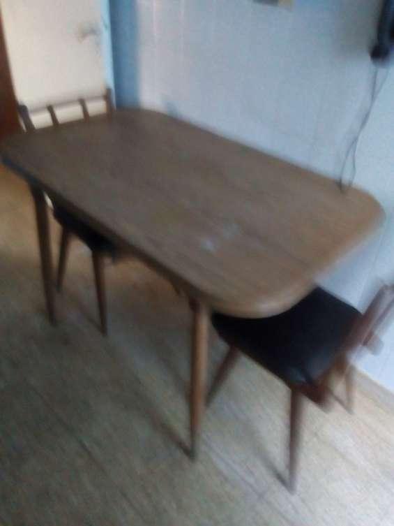 Mesa con dos sillas en mar del plata