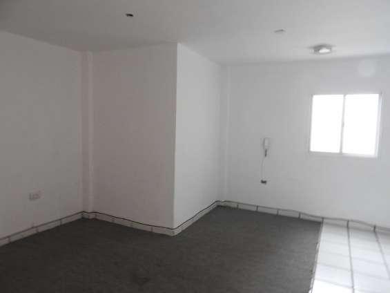Alquilo piso centrico para oficinas posadas