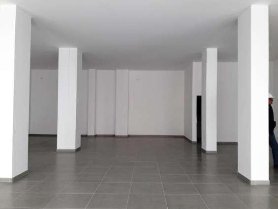 Alquilo local de 52 m² sobre calle españa
