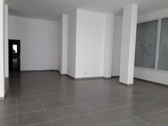 Local de 111 m2 sobre avenida roca