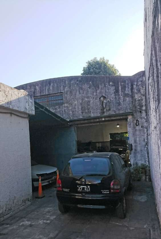 Fotos de Casa con 3 dormitorios más galpón de aprox. 100 mts. cubiertos (zona industrial) 3
