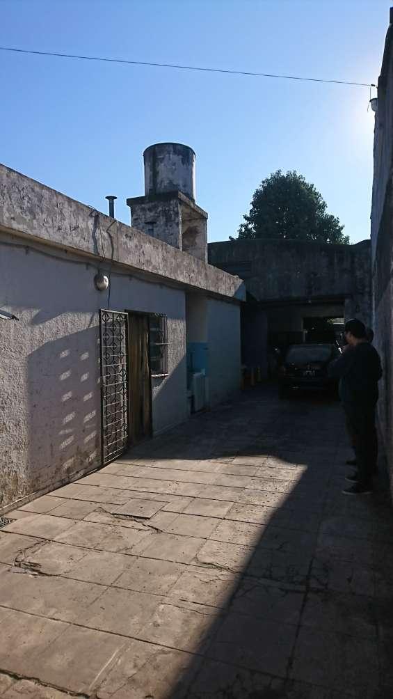 Fotos de Casa con 3 dormitorios más galpón de aprox. 100 mts. cubiertos (zona industrial) 4