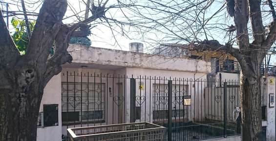 Fotos de Casa con 3 dormitorios más galpón de aprox. 100 mts. cubiertos (zona industrial) 2