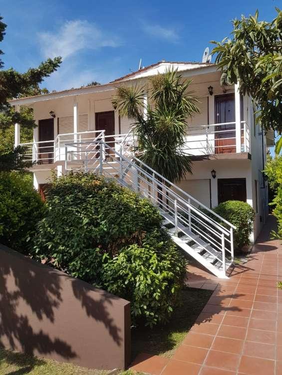 Dueño vende depto tipo duplex 1 amb c/entrepiso zona golf u$s 51900 oportunidad!