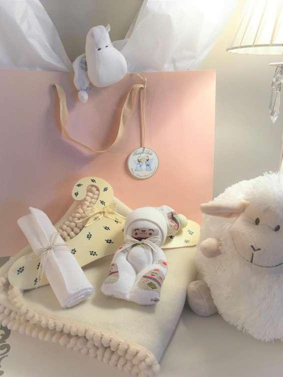 Elegí tu regalo mantitas recibidoras para bebes hipoalergenicas polarse entrega con la bolsa lista para regalo.