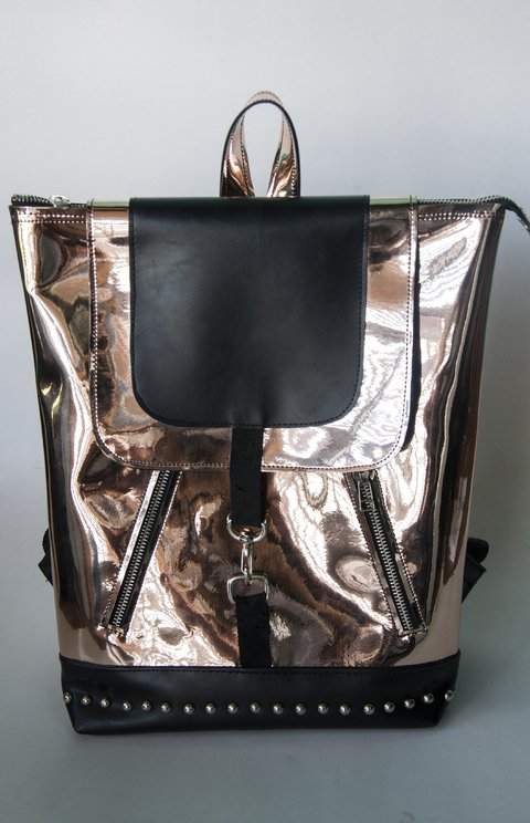 Busco taller de mochilas en simil cuero para producciones chicas