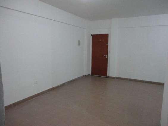 Alquiler de departamento 3 ambientes en planta baja - barrio coca cola