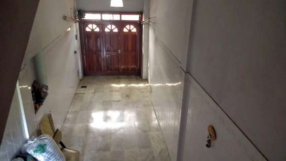 Garage amplio techado, portón electrico