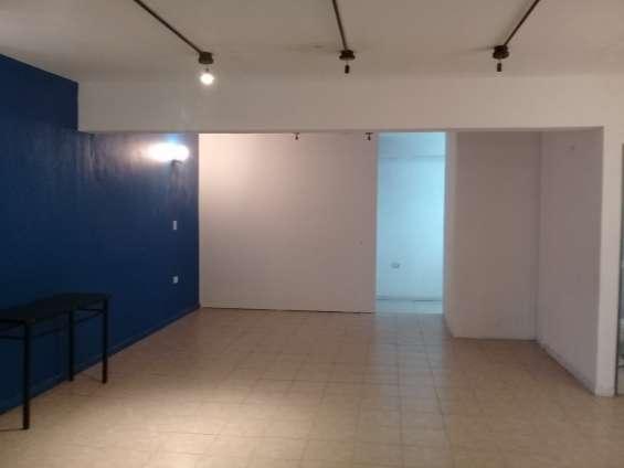 Oficina en alquiler o venta . 100 m2. apto uso comercial