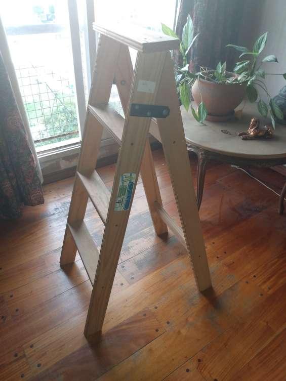 Vendo escalera de cuatro escalones planos nueva