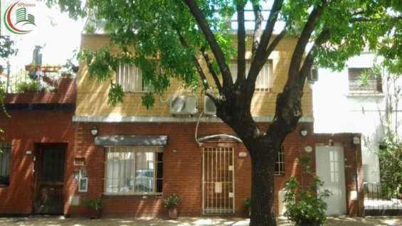 Ph al frente muy luminoso, inmejorable ubicación en el barrio de villa pueyrredon.