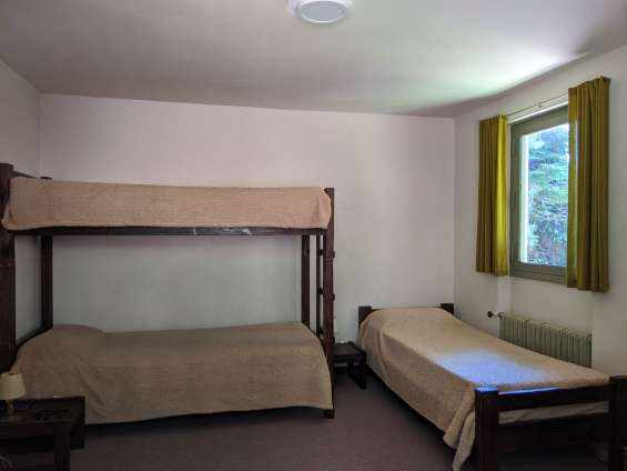 Dormitorio con 4 camas